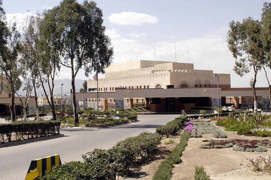 us uk close embassies in yemen evacuate staff