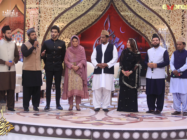 Javeria Saud and Imran Abbas, alongside the naat khuwans, paid tribute to Umme Habiba on Ehed-e-Ramazan. PHOTO: EXPRESS ENTERTAINMENT