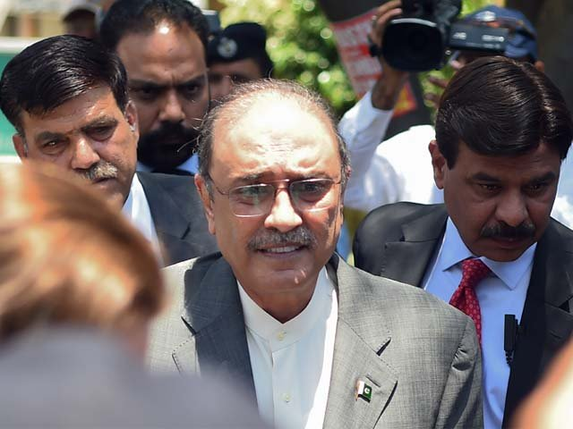Former Pakistan president and the co-chairperson of PPP Asif Ali Zardari  arrives for his bail appeal at Islamabad High Court.PHOTO: AFP