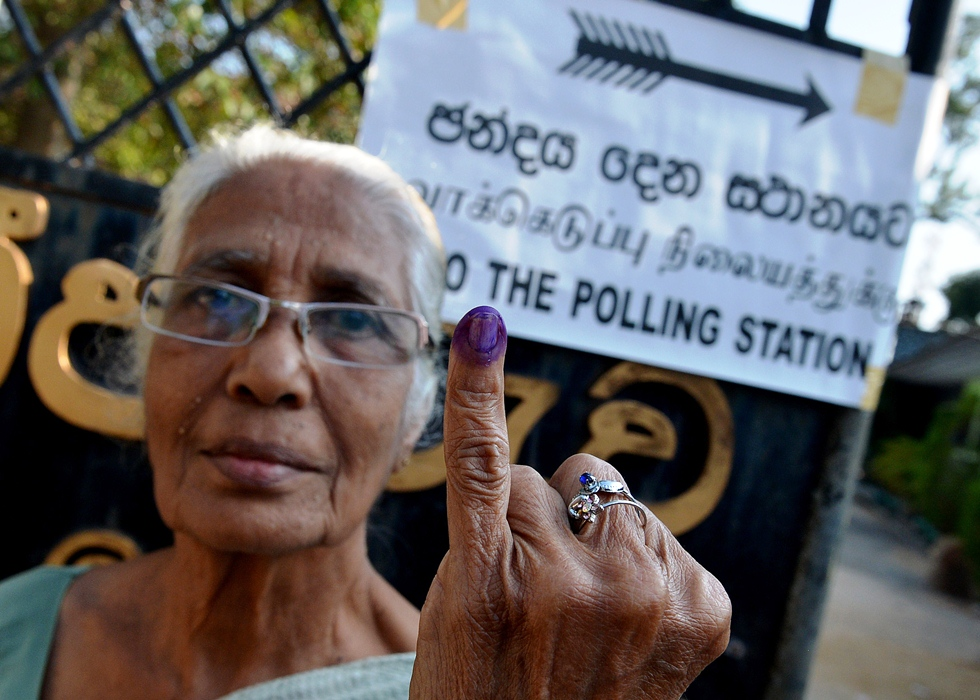 a sri lankan woman holds up her inked finger after voting in the country 039 s election at a polling station in the north central town of polonnaruwa some 240 kms from colombo on january 8 2015 photo afp
