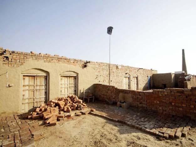The brick klin where the Christian couple used to work. PHOTO: SHAFIQ MALIK / THE EXPRESS TRIBUNE