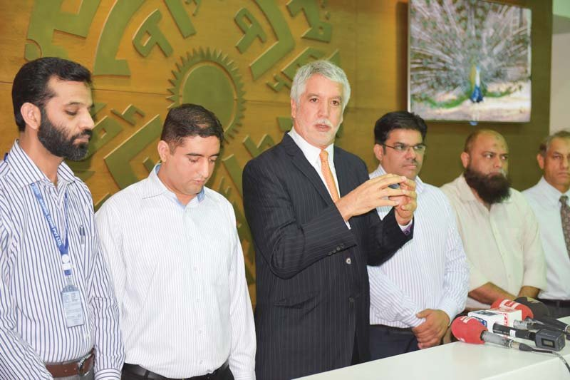 Ex Colombia mayor calls Bahria Town's Blue Line BRT an urban improvement project. PHOTO: PR