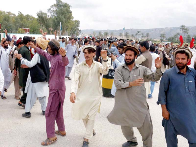 over 200 idps trickle back into n waziristan