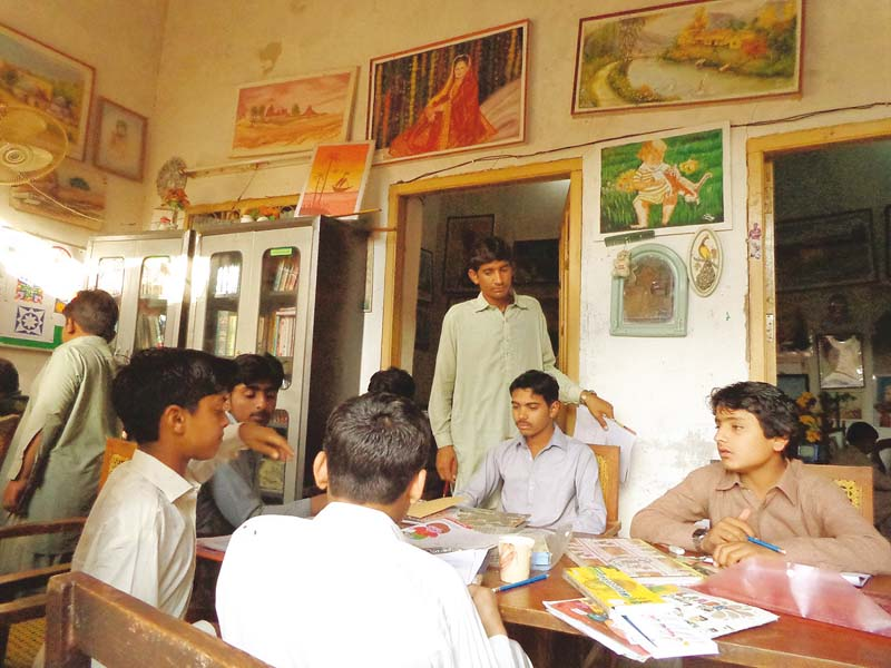 The gallery serves as a makeshift classroom for students interested in learning how to draw and paint.  PHOTOS COURTESY: SUJAG SANSAR ORGANIZATION