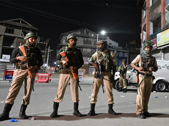 Indian paramilitary troopers stand guard at a roadblock at Maisuma locality in Srinagar on August 4, 2019. PHOTO: AFP