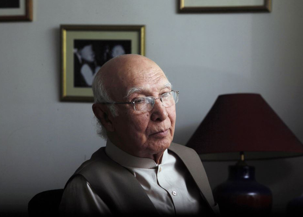 sartaj aziz expresses serious concerns over indian defence minister 039 s statement photo reuters