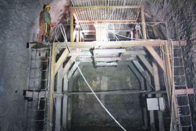 Labor inside tunnel, work was pulled round the clock. PHOTO: wapda.gov.pk/