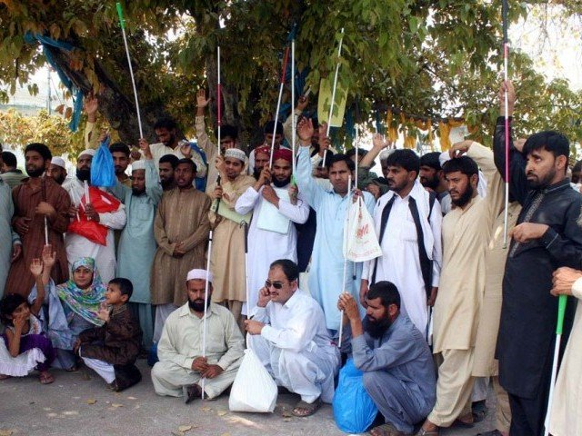 Disable blind persons are protesting against unemployment outside Jhang Press Club. PHOTO: PPI