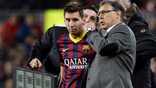 argentina coach talks to lionel messi photo file afp