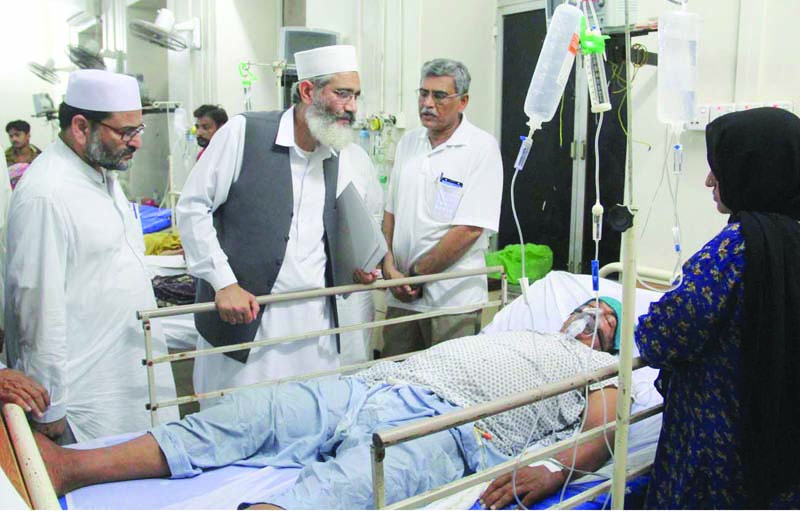 jamaat e islami chief sirajul haq inspects a heatstroke patient during his visit to a hospital in karachi photo inp