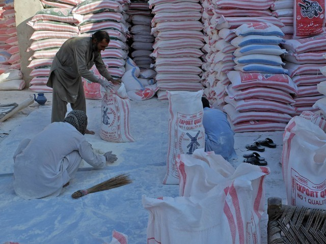 minister blames sindh for high flour price