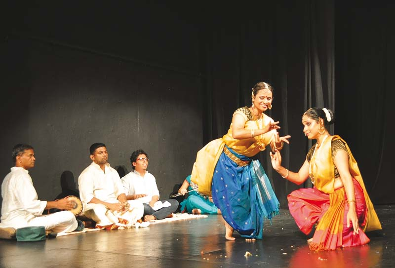 the bharatanatyam performing duo aalokam performing eka a tryst with the divine which details the mystical journey with the divine photo saipaf publicity
