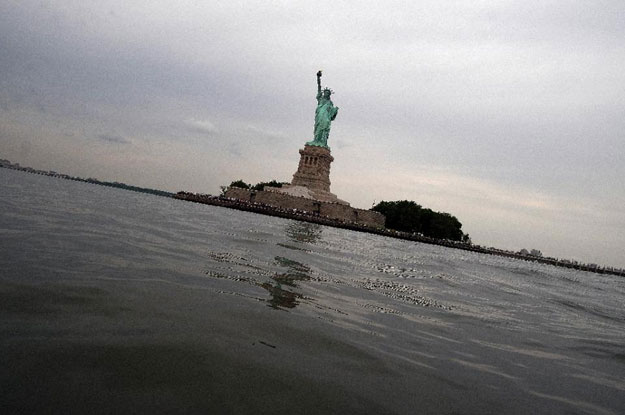 man charged over statue of liberty hoax bomb threat