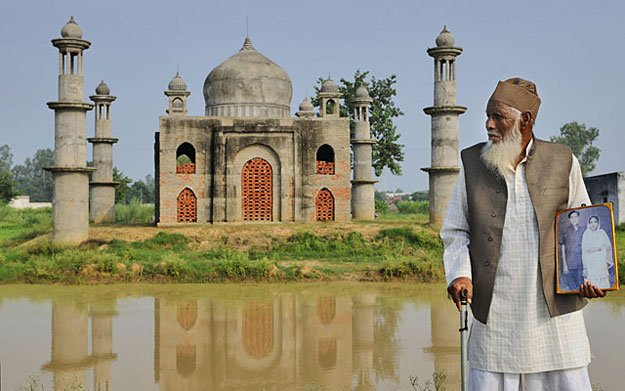 small wonder indian postmaster builds own taj mahal for late wife