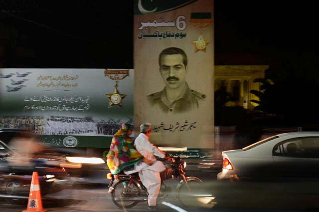 traffic-passing-by-a-signboard-honouring-featuring-major-shabbir-sharif-nishan-e-haider-in-lahore-photo-online