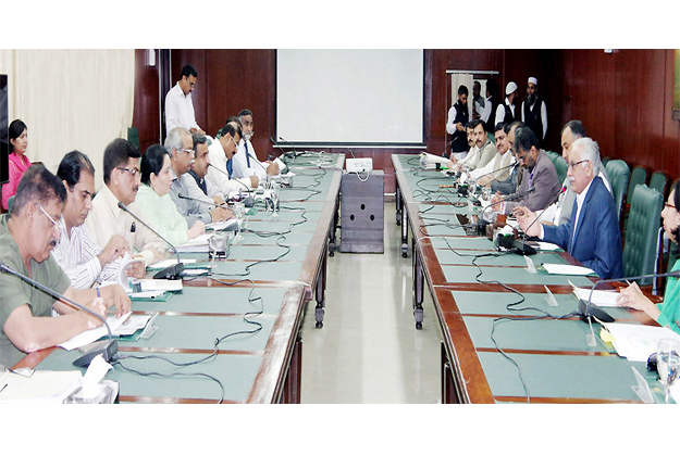 Chief Secretary Khizar Hayat Gondal chairing a meeting. PHOTO: NNI