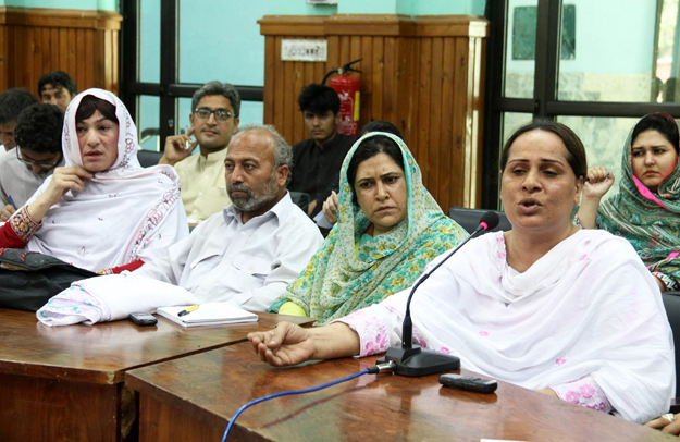 leader of eunuchs farzana speaks during a seminar organised by pakhtunkhwa civil society and local ngo photo online