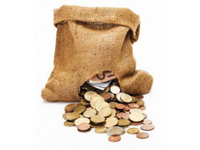 government increasingly relying on banking system to raise funds stock image