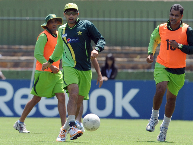 misbah looks up to yasir cook demands resilience from team