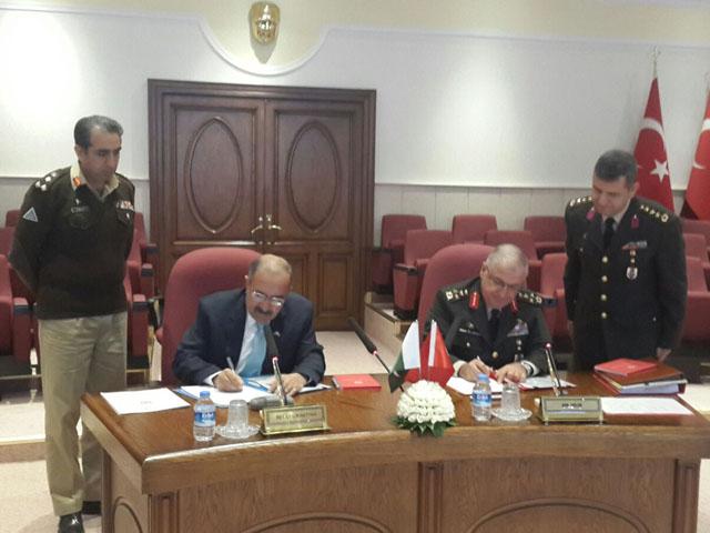 Signing of minutes between Yasar GULER, Deputy Chief of Turkish Staff and Secretary Defence Lt Gen. (Retd) Muhammad Alam Khattak in Ankara/Turkey. PHOTO: MINISTRY OF DEFENCE