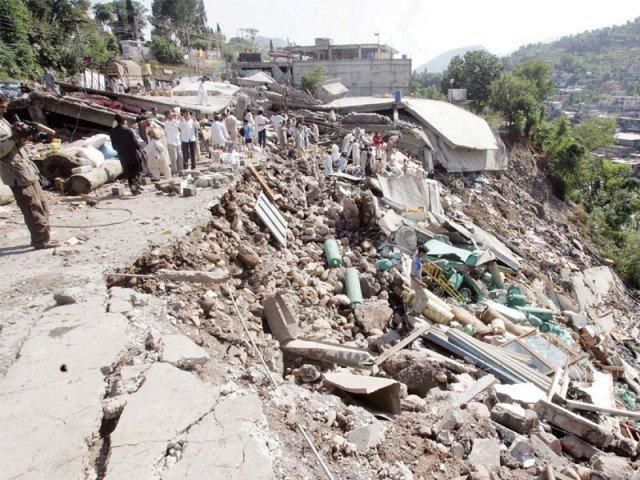 battling trauma locals fear aftershocks will flatten buildings