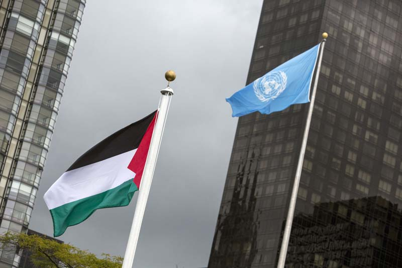 the flag of palestine flies beside the un flag after being raised by mahmoid abbas on october 1 2015 photo reuters