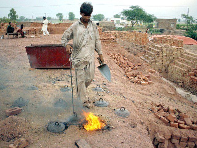 shame 900 kiln owners challaned for paying low wages