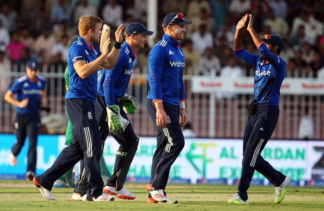 3rd odi pakistan run themselves out 2 1 against england
