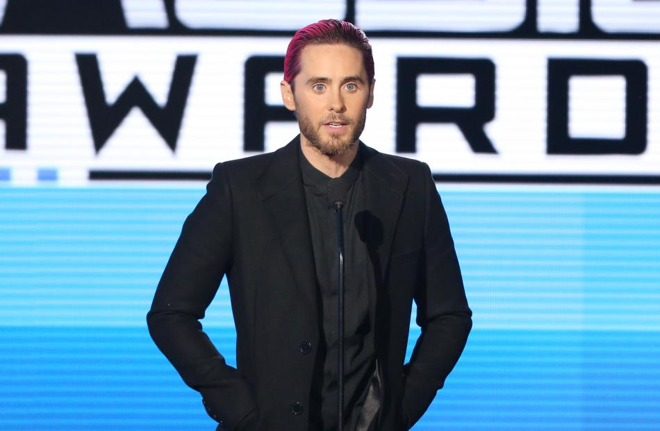 jared leto speaks up for the world at american music awards