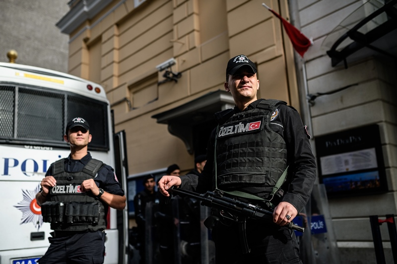 turkish riot police stand guard in front of the russian consulate in istanbul during a demonstration against russia 039 s policies towards syria on november 24 2015 photo afp