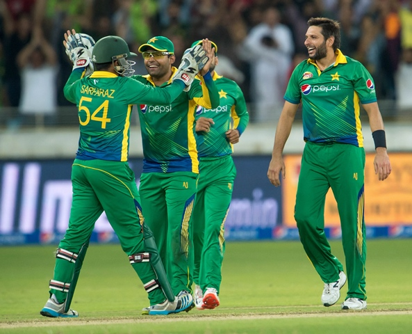 2nd t20 england clinch t20 series as pakistan surrenders after nail biter