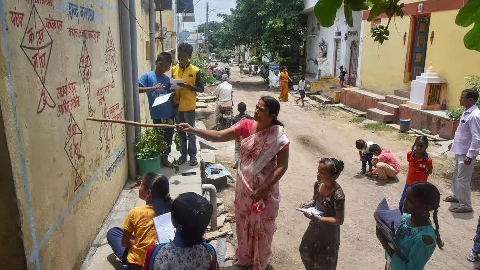 indian school paints village walls for outdoor pandemic classes