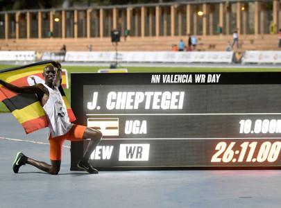 cheptegei smashes 10 000m record
