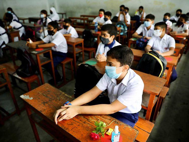 بنگلہ دیش کے سکول 18 ماہ کی کوویڈ بندش کے بعد دوبارہ کھل گئے