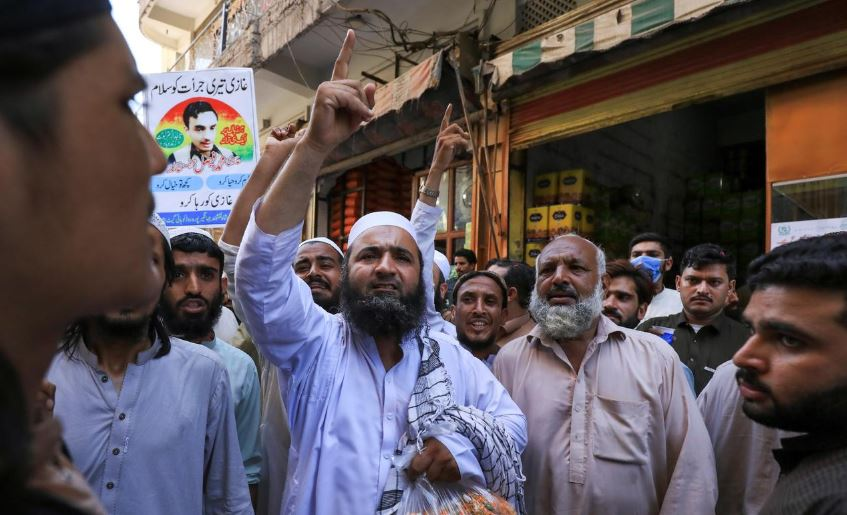 holy warrior selfies pakistan teen feted for killing us blasphemy suspect