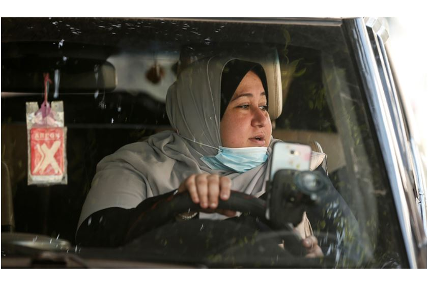 meet gaza s first woman taxi driver