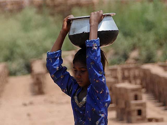 a pakistani girl working at a brick kiln factory photp afp