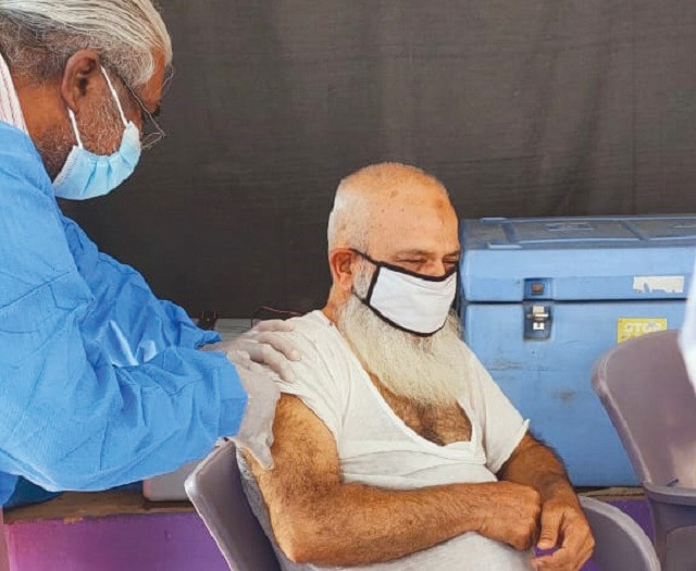 an elderly inmate receives the first dose of the anti covid vaccine photo express