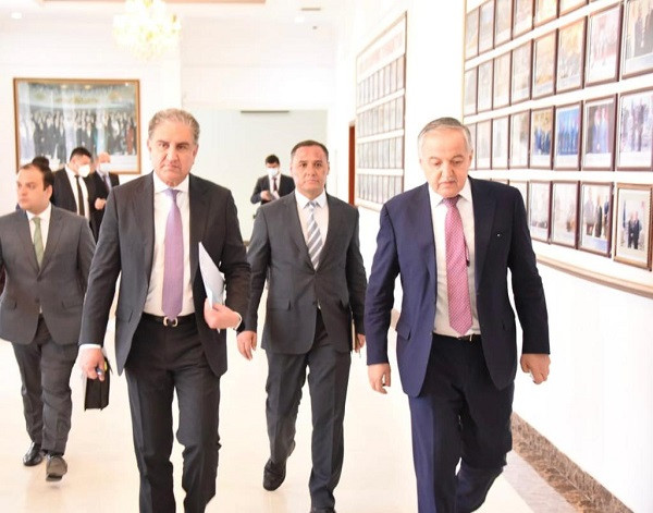 The Foreign Ministers for Pakistan and Tajikistan. PHOTO: Twitter/SMQureshiPTI