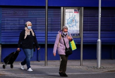 people wearing protective masks are seen amid the outbreak of the coronavirus disease covid 19 in coventry britain october 25 2020 photo reuters