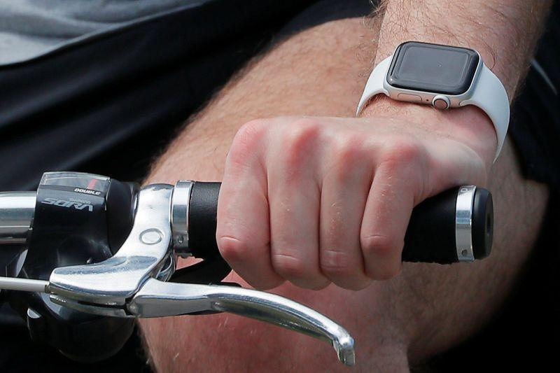 could your fitbit or apple watch detect early covid 19 symptoms