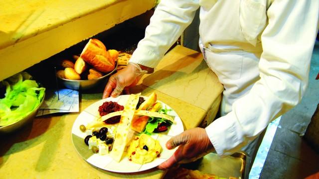 toxic food leaves 12 hospitalised
