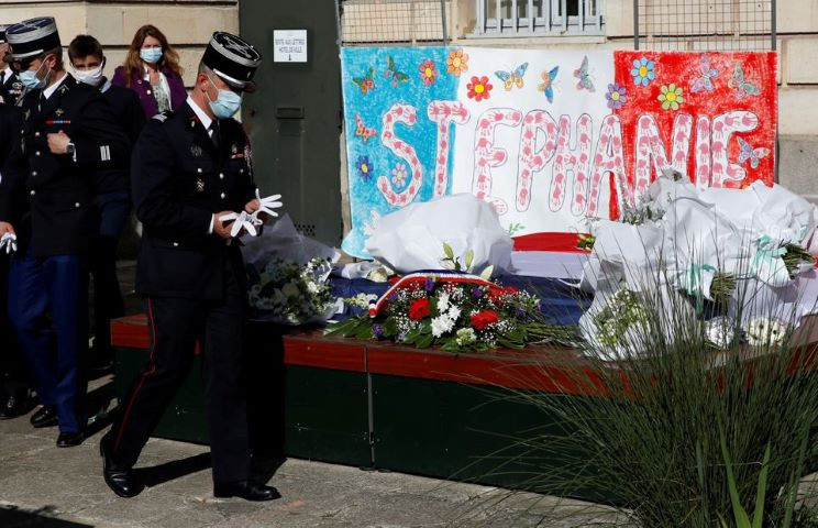 french police pay tribute to the police administrative worker killed by a 36 year old radicalised attacker last friday in front the city hall in rambouillet near paris france april 26 2021 reuters gonzalo fuentes