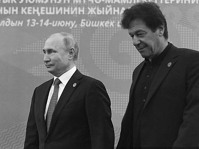 imran khan and vladimir putin at a meeting photo afp