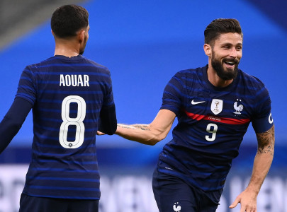 giroud gunning for henry s france goal record