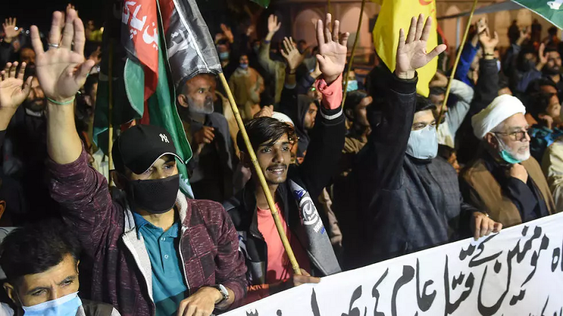 up to 2 500 protesters gathered with eight of the bodies in coffins and blocked a bypass on the outskirts of quetta photo afp