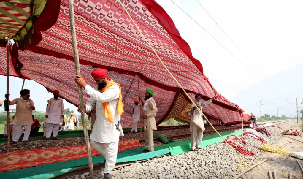 indian farmers block roads railways as protests mount over farm bills