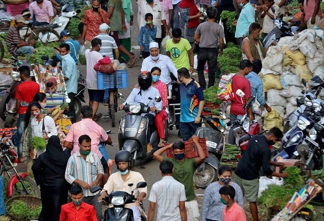 People shop at a crowded vegetable market amidst the spread of the coronavirus disease (Covid-19) in Mumbai, India, May 11, 2021. PHOTO: REUTERS