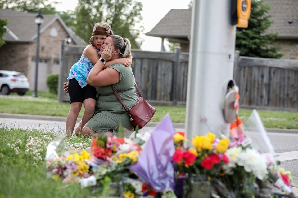 Misty Santerre and her daughter Jasmina react near flowers laid at the fatal crime scene where a man driving a pickup truck jumped the curb and ran over a Muslim family in what police say was a deliberately targeted anti-Islamic hate crime, in London, Ontario, Canada June 7. PHOTO: REUTERS