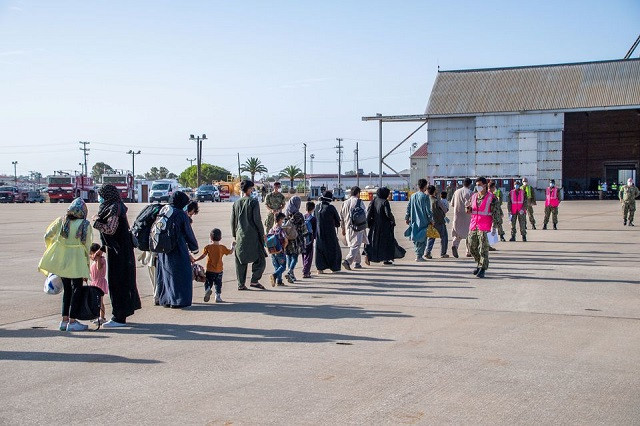 Evacuees from Afghanistan arrive for processing at Naval Station Rota, Spain August 27, 2021. PHOTO: REUTERS